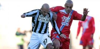 Il centrocampista del Catania Sergio Almiron