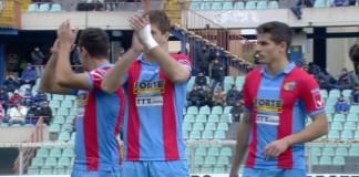 Catania, giocatori applaudono