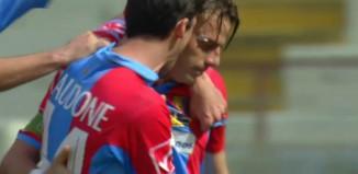 Daniele Sciaudone abbraccia Emanuele Calaiò