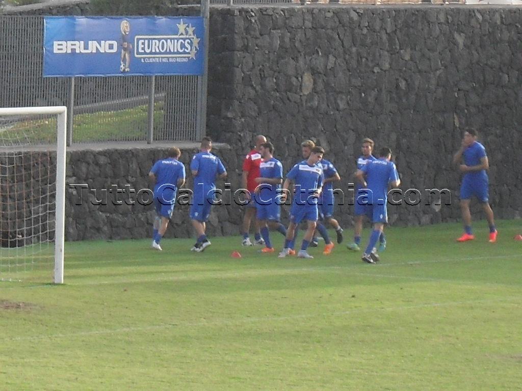 Calcio giocato calcio vero finalmente il catania riparte tutto calcio catania - Torre del grifo piscina ...