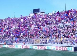 Tifosi Catania a Lecce contro il Catanzaro.