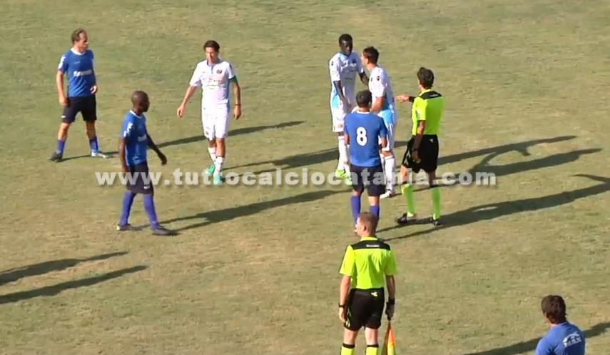 Siracusa-Catania, scontri tra tifosi: e in campo finisce pari