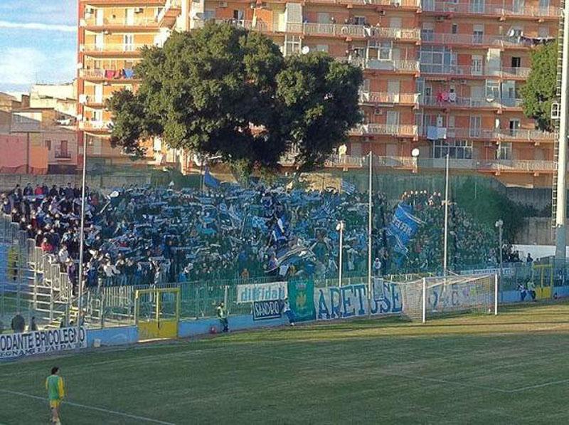 Scontri durante il derby Siracusa-Catania, feriti due tifosi etnei