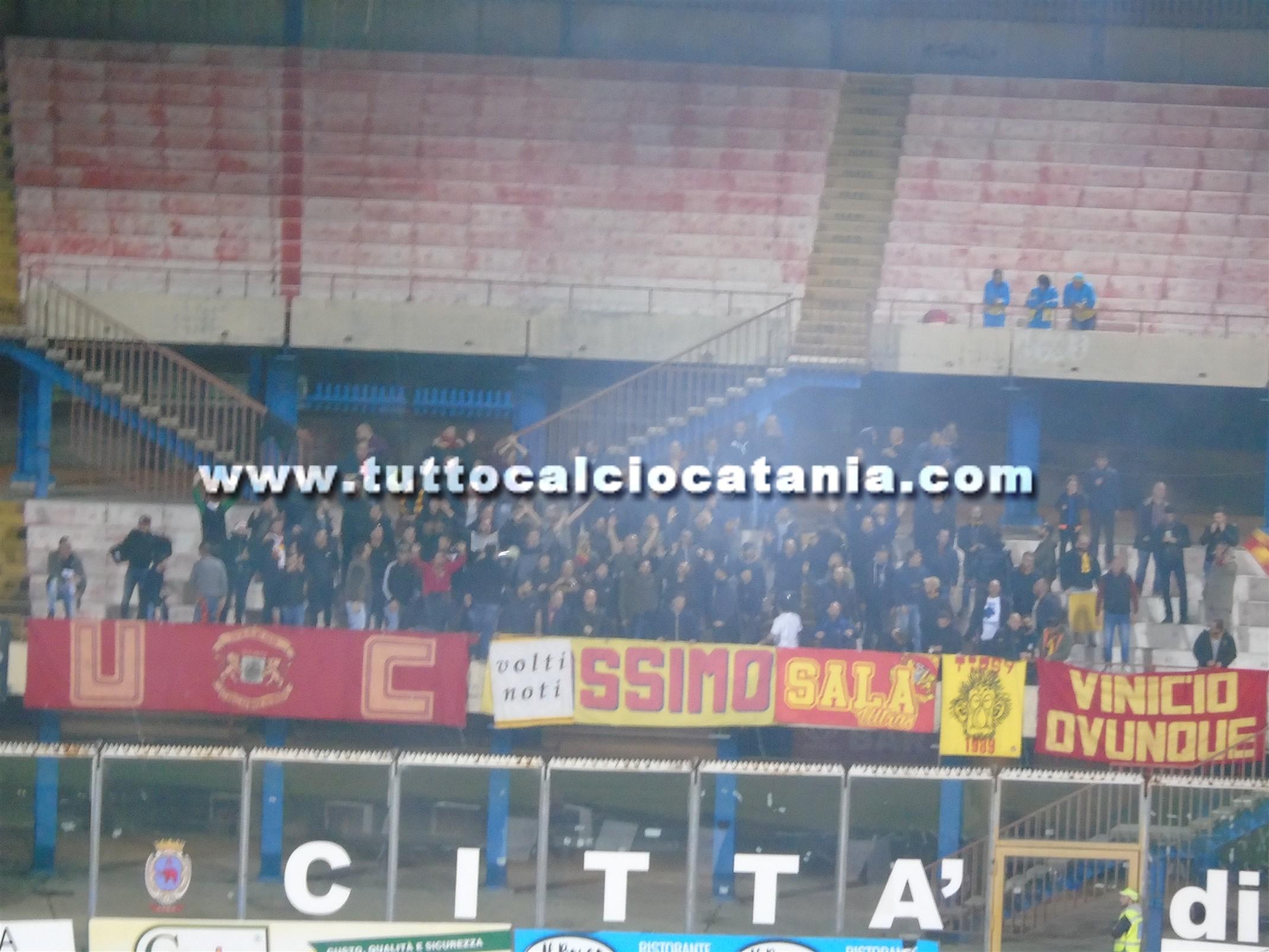 Calcio: bomba carta per Catania-Catanzaro, daspo per sedicenne