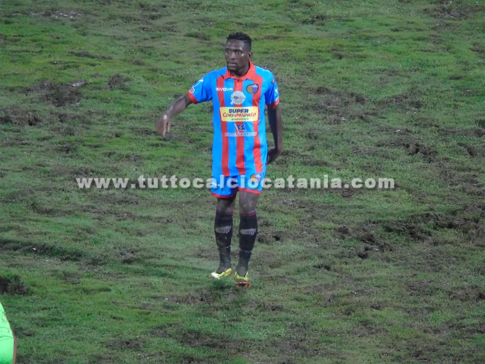 CROLLO NELLA RIPRESA: un gran gol di Biondi non basta, sorride il Notaresco  - Tutto Calcio Catania